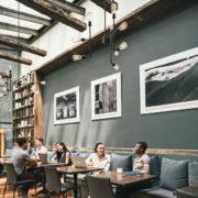 Pour rentabiliser leur surface et faire face à des loyers toujours plus chers, 2 Star Up transforment les restaurants en espaces de co-working quand ils sont fermés
