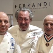 Scènes de chefs – Michel Roux Jr au Taittinger, Alain Passard en conférence, Akrame lance son burger au Printemps du Goût, …