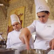 Un jour, je serai chef – Grands Reportages montre le parcours de 5 jeunes qui se lancent dans la cuisine