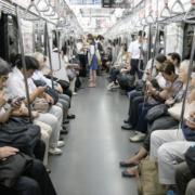 Pour permettre de décongestionner le métro de Tokyo, distribution de nouilles gratuites