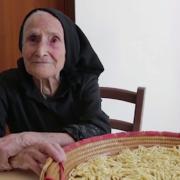 Ces mamies italiennes en réalisant leurs pâtes sauvegardent une forme d'art séculaire