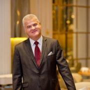 F&S est allé à la rencontre de Denis Courtiade, nommé Meilleur Directeur de Salle au Monde 2019 : «l'enchantement du client commence par celui du collaborateur»