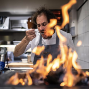 Scènes de chefs – Juan Arbelaez avec David Beckham, Mamie by J. Imbert le nouveau restaurant dont tout le monde parle, Mercotte se balance avec Dominique Loiseau,…