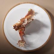 Yoann Normand est le gagnant du 45e Championnat du Dessert – il est pâtissier au restaurant Les Crayères à Reims, découvrez son dessert