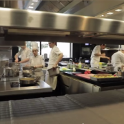 Violences et harcèlements en cuisine – où en est-on ?