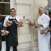 Déguster les meilleurs crabes au Shangri-Là Paris préparés par Dharshan Munidasa chef du restaurant Minitry Of Crab à Colombo, c'est possible en ce moment