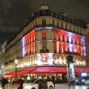 Le Fouquet's Barrière sur les Champs-Élysées renaît de ses cendres et recrute à nouveau