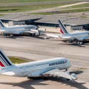 Air France élimine le plastique à usage unique lors du service des repas en vol, et propose sa sélection de vins en ligne