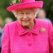 Recherche chef, ambitieux et qualifié qui rêve de cuisiner pour une reine…