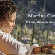 La chef Martina Caruso ( Femme chef au guide Michelin 2019 )  cuisine sur son archipel volcanique des Éoliennes en Sicile