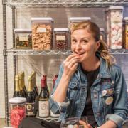 En ouvrant une boutique nouvelle génération sur 5000 m2 à New York, la chef pâtissière Christina Tosi va t'elle révolutionner l'univers de la pâtisserie ?