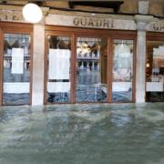 Venise – le  Gran Caffé Quadri des frères étoilésRaffaele et Massimiliano Alajmo sous l'eau