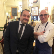 Aux Lyonnais – Le chef A. Ducasse perpétue avec ses équipes la tradition à l'occasion du mâchon annuel