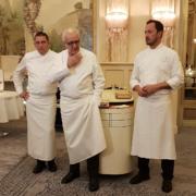Alain Ducasse recevait hier soir au Louis XV à Monaco lors d'un dîner préparé par les chefs Romain Meder et Dominique Lory