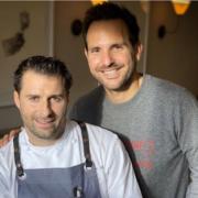 Brèves de chefs  – Christopher Hache a ouvert 2 boulangeries, Christian Le Squer engagé sur un nouveau projet,  Alain Ducasse mange chez Jay Fai, des travaux pour Éric Guérin, Pierre Gagnaire à Nîmes, ….