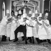 Les chefs et leurs équipes de cuisiniers vous adressent leurs » Meilleurs Voeux «