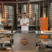 Le jeune cuisinier Yannick Melin en finale de l'émission Objectif Top Chef