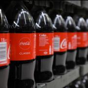 Dominique Crenn en appelle à Coca Cola pour changer de position sur l'utilisation du plastique