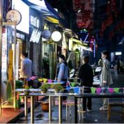 Après avoir autorisé la réouverture des bars et restaurants, la Chine impose à nouveau la fermeture car dans certaines régions l'épidémie reprend