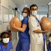 Le chef Cédric Grolet et ses équipes ont produit des œufs XXL pour Pâques pour le personnel soignant