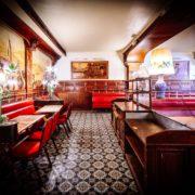 Vente aux enchères du mobilier de la célèbre brasserie parisienne Chez Jenny