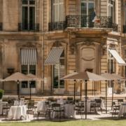 Tous en terrasse – Terrasses parisiennes pour attraper des coups de soleil, des coups de coeur ou d'amitié, des accents de bonheur
