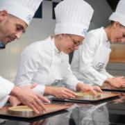 Deux écoles de l'excellence – L'Ecole Ritz Escoffier & L'école des Arts Joailliers ensemble pour des master classes de luxe et de délice Place Vendôme