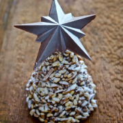 Pour les fêtes de fin d'année, le chef Christophe Michalak propose des décorations de Noël en chocolat