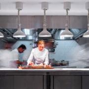À Londres, la chef Clare Smyth nous parle de sa troisième étoile obtenue dans l'édition 2021 du guide Michelin – une interview Food&Sens