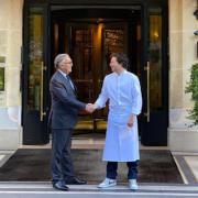 Jean Imbert succède à Alain Ducasse en tant que chef de l'ensemble des cuisines du Plaza Athénée