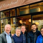 Christian Constant remet les clés du Café Constant à Cyril Lignac