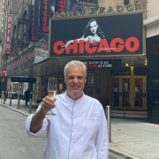 NYC – Le chef Éric Ripert célèbre la réouverture du quartier de Broadway et présente sa nouvelle chef pâtissière
