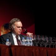 Robert Parker : » Le vigneron mériterait plus de profit. «