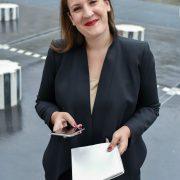 Hélène Clément – Fée des réseaux sociaux des Grands chefs ! … elle gère leur @réputation.
