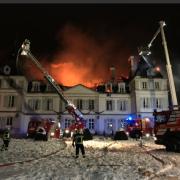 Le Château de Divonne-Les-Bains sous les flammes