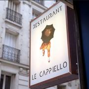 «Allô ? Ici l'hôtel Crillon. Nos clients souhaitent réserver une table pour dîner chez vous. «