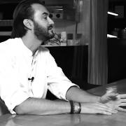 Cyril Lignac s'est posé face à Bruit de Table : «le jour où j'ai dit à ma mère : je veux être cuisinier, elle s'est mise à pleurer.»