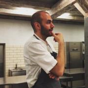 Il a travaillé 4 ans au NOMA, avant de lâcher la gastronomie pour s'occuper de cantines scolaires.. et ça marche !