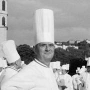 Les 10 choses qu'il faut savoir sur les obsèques de Paul Bocuse qui se déroulent aujourd'hui.