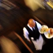 «Votre serveur est grossier, non il est français» – indique le New York Times