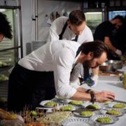 Cyril Lignac cuisine au Festival de Cannes pour les stars lors de la soirée DIOR