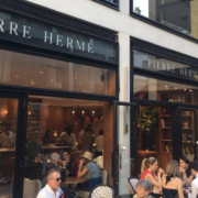 Les premières images de la pâtisserie Pierre Hermé à Beaupassage à Paris