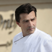 Brèves des chefs – un école de cuisine Yannick Alléno, premiers essais pour la nouvelle table de Hélène Darroze, le meilleur met 2017 pour René Redzepi, la bataille pour la Tour Eiffel,
