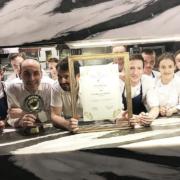 Brèves de chefs – Olivier Nasti en vidéo, Jean-François Piège honoré, les Pourcel à Saigon, C. Michalak et ses nouveaux macarons, Antony Bourdain clip de fin de son émission…