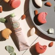 L'Occitane propose une crème inspirée par les macarons de Pierre Hermé