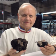 Joël Robuchon – La complexe succession du chef multi-étoilé