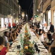 Cena Dei Mille – c'est l'évènement culinaire de l'année à Parme, la plus grande table gastronomique du monde par le chef Carlo Cracco
