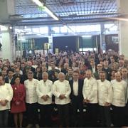 Photo de Famille au Collège Culinaire de France – Découvrez la nouvelle vidéo où les grands chefs forment une brigade