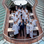 Découvrez le Ducasse-Sur-Seine en vidéo, le vrai premier bateau gastronomique où la cuisine est faite sur place