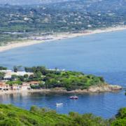 La Réserve à la Plage créée par l'Hôtel La Réserve à Saint-Tropez ouvre cette semaine – Au design Philippe Starck